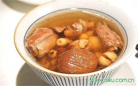 莲子芡实瘦肉汤